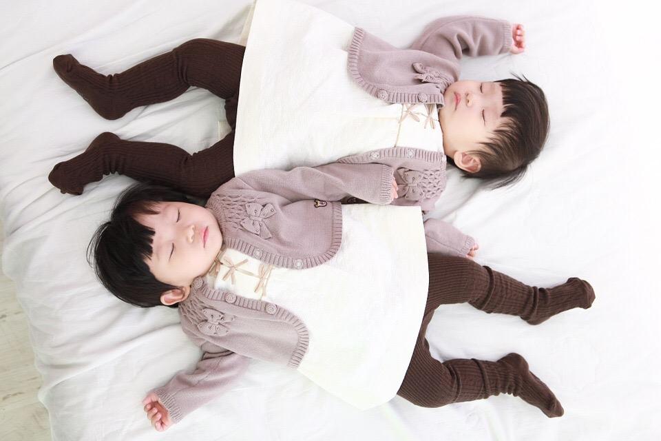 gemelos-dormir